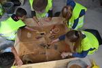 Animation, des archéologues et des enfants font des fouilles au musée archéologique Lattara