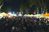 foule qui mange au marché nocturne de Pignan
